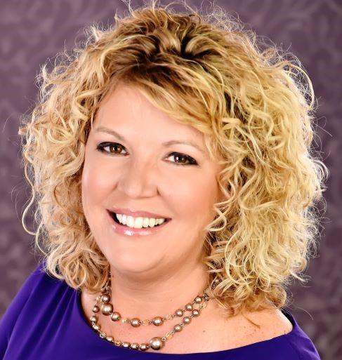 Headshot Rhonda Scharf